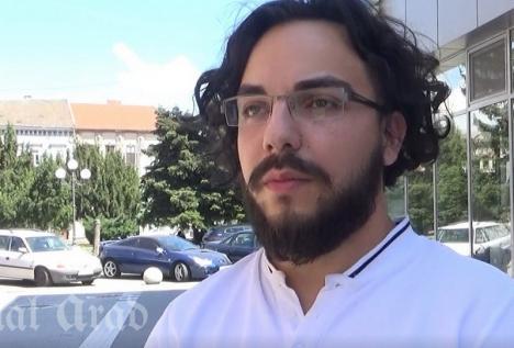 Orădenii care au înregistrat marca Arsenie Boca i-au dat unui arădean dreptul să se 'bată' cu vânzătorii de suveniruri (VIDEO)