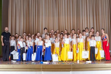 Spectacol de zile mari, oferit de copii din Oradea şi Tinca la 'Torja Dance Academy Chistmas Show'