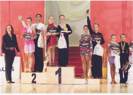Record de medalii pentru micuţii dansatori orădeni