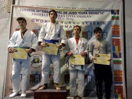 Tinerii judoka orădeni au cucerit 16 medalii la Cupa Severinului 2016