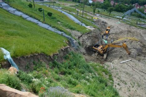 Rămâne şantier! Dealul Ciuperca va fi închis pentru public cel puţin până în toamnă (FOTO)