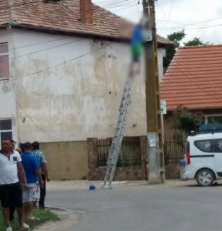 Îngrozitor: Un angajat al Electrica a murit în timpul unei intervenţii pe un stâlp de curent din Batăr