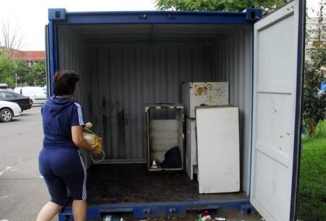 Orădeni, puteţi scăpa de DEEE-uri! Containerele pentru deşeurile electrice se deschid sâmbătă