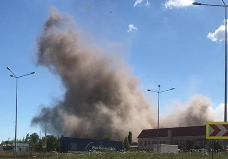 """O nouă explozie la CET II: A fost """"bombardată"""" o hală de 78 de metri (VIDEO)"""