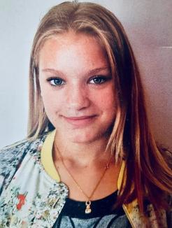 Aţi văzut-o pe Denisa? O adolescentă din Sânmartin a dispărut de acasă