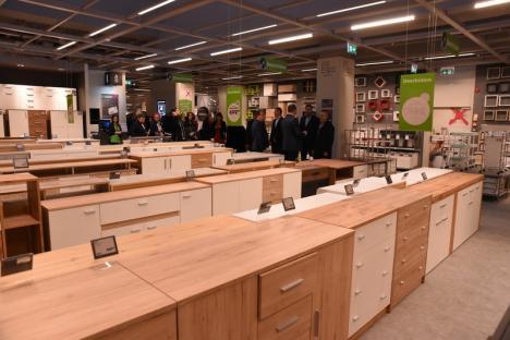 Mömax se deschide la Oradea joi, cu 31.000 de articole și reduceri de prețuri. Vezi cum arată mega-magazinul! (FOTO / VIDEO)