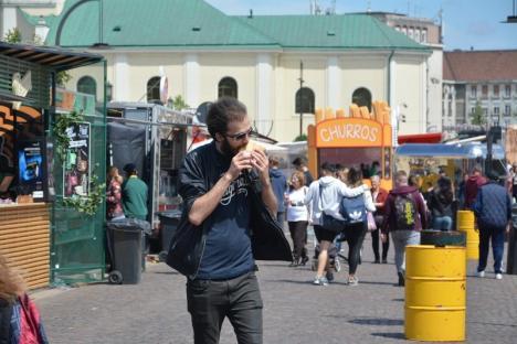 Festin în Piaţa Unirii: A început Street Food Festival Oradea, cu mâncăruri apetisante şi preţuri piperate (FOTO)