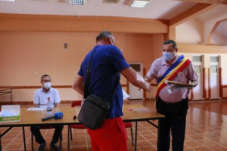 Premieră la Girișu de Criș: comuna s-a racordat la gaz în doar un an de la semnarea contractului cu o firmă concesionară (FOTO / VIDEO)