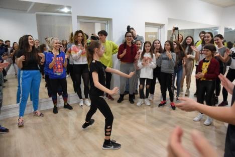 La deschiderea şcolii sale din Oradea, coregraful Emil Rengle le-a arătat oaspeţilor cum se dansează pe manele (FOTO / VIDEO)