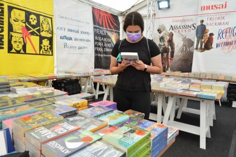S-a deschis Târgul Gaudeamus: Reduceri de până la 80%și cărți oferite gratuit! (FOTO / VIDEO)