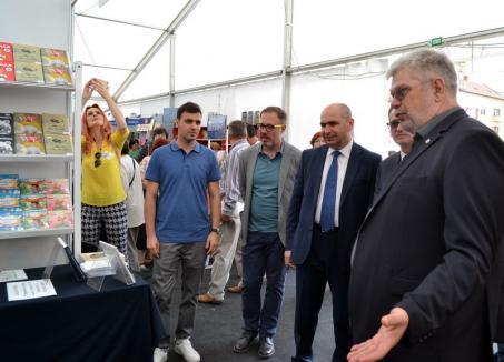 Poftiţi la Târgul Gaudeamus! Cărţi pentru toţi, într-un cort imens instalat în Piaţa Unirii (FOTO)
