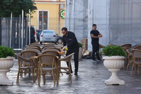 1 iunie, marea 'liberare': Orădenii au ieşit la terase, indiferenţi la frig şi ploaie (FOTO / VIDEO)