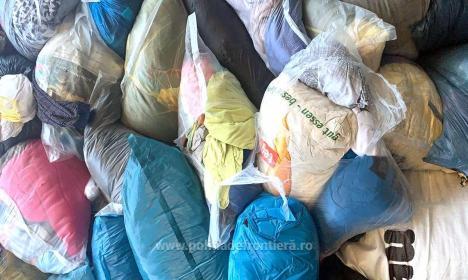 Noi deșeuri oprite la frontiera Borș: Peste 16 tone de îmbrăcăminte uzată!