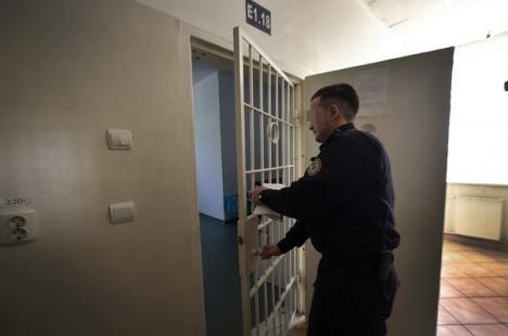Se întâmplă în România! Trei deţinuţi, eliberaţi din greşeală din penitenciar