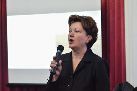 Scandal la dezbaterea Nutripork: În frunte cu viceprimarul Birta, orădenii acuză angajaţii APM şi DSP că ţin partea Nutripork şi au cerut o nouă consultare publică (FOTO / VIDEO)