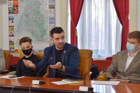 Doar tinerii sunt interesaţi de bugetul Bihorului. Vicele Gal a promis că ONG-urile vor fi finanţate, dar după reguli clare şi transparente (FOTO)