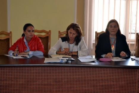 Scandal pe publicitatea din Oradea: Certurile cu reprezentanţii firmelor a făcut-o pe directoarea Adriana Lipoveanu să părăsească sala (FOTO)