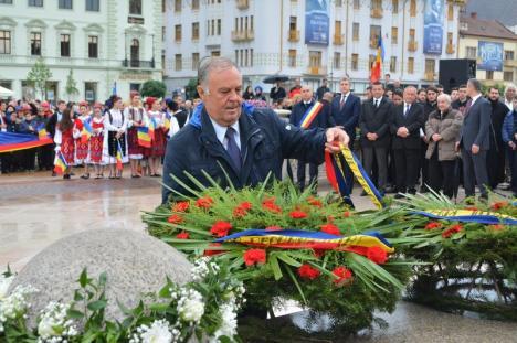 Primarul Ilie Bolojan, în lacrimi la dezvelirea Statuii Regelui Ferdinand în Oradea, boicotată de militari: 'Armata celestă e aici' (FOTO / VIDEO)