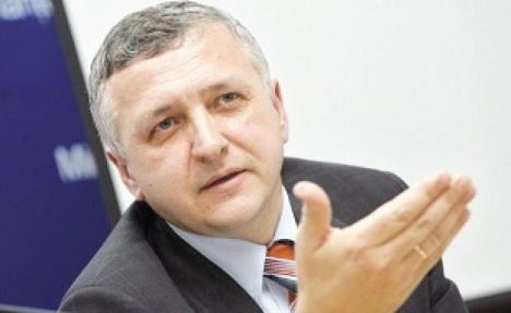 Gelu Diaconu acuză: Vameşi teleportaţi din ţară la Oradea, pe salarii exorbitante şi cu chirii de lux decontate din bani publici