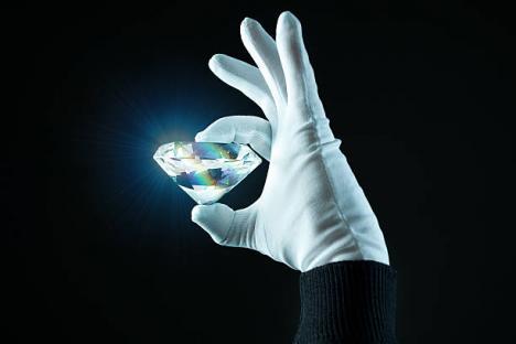 Jaf ca-n filme: Cum a reuşit o româncă să fure diamante în valoare de 5 milioane de euro, dintr-un magazin de lux din Londra