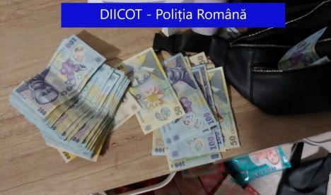 Percheziţii DIICOT la o reţea de proxeneţi: Exploatau fete, inclusiv minore, în apartamente din Oradea, Bistriţa şi Târgu Mureş (FOTO)