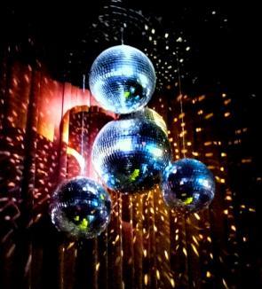 Oldies but Goldies Night: Retro Dance Party în Club Escape