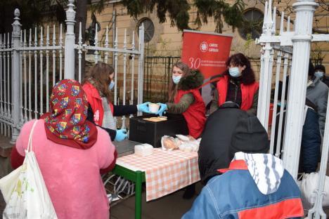 Voluntarii de la Caritas Catolica vor împărți mâncare nevoiașilor în fiecare vineri