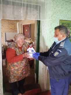 Primele măşti distribuite gratuit de Prefectura Bihor au ajuns în zona de Nord-Est a judeţului (FOTO)