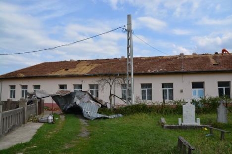 Guvernul a alocat 36 milioane lei pentru repararea stricăciunilor produse de furtună în vestul ţării, din care peste 9 milioane în Bihor