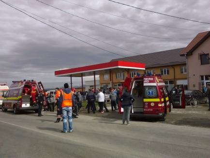 Accident cu trei maşini pe DN 76: Cinci persoane, inclusiv o minoră, au fost rănite (FOTO)