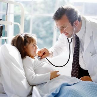 Se angajează muncitori şi medici în străinătate