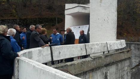 Ministrul Apelor şi Pădurilor, Doina Pană, a promis că în doi ani barajul Leşu va fi reparat (FOTO)