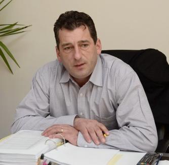 Acţiune DNA la Beiuş: E vizat primarul municipiului, Adrian Domocoş