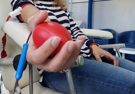 """Apel umanitar: Pe fondul consumului crescut de sânge, Spitalul Judeţean din Oradea face apel la """"solidaritatea umană"""" a bihorenilor, rugându-i să doneze"""