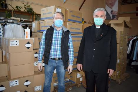 Voluntarii de la Caritas Catolica au primit echipamente anti coronavirus din partea Ungariei (FOTO)