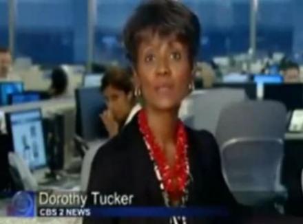 Angajată a CBS surprinsă când se scarpină în nas şi bagă în gură