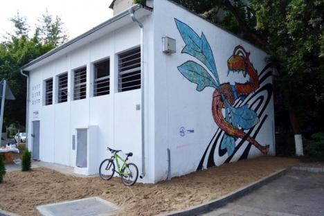 Libelula mecanică. Punctul Termic 100 a fost acoperit cu graffiti de studenţii la Arte (FOTO / VIDEO)