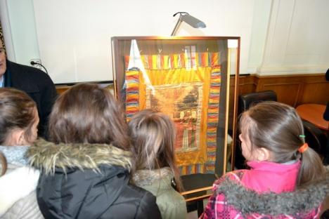 Drapelul lui Avram Iancu a fost expus la Oradea înainte de a fi vândut la licitaţie de familia lui Vadim Tudor (FOTO)