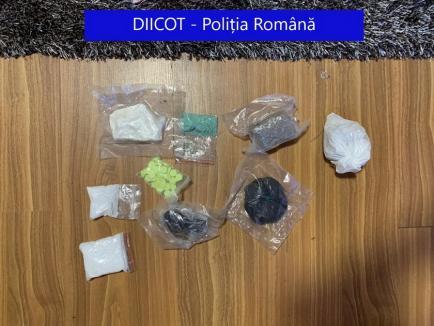 Ecstasy, cocaină şi ketamină: Percheziţii în Bihor la traficanţi de droguri, încheiate cu arestări (FOTO)