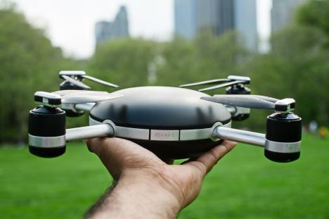 O femeie a fost lovită în cap de o dronă la o nuntă în Arad