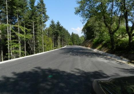 Drum nou cu găuri: Se surpă asfaltul pe 'modernizatul' DN 1H, între Aleşd şi Zalău