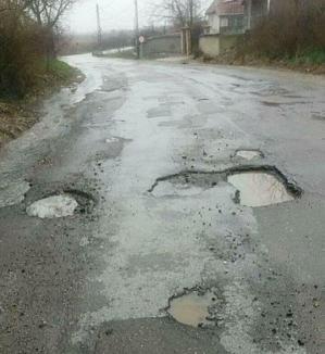 Şoseaua care strică maşini: În ce hal arată drumul judeţean Aleşd – Chistag (FOTO)
