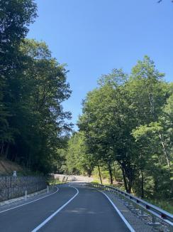 Slavă Domnului, l-au terminat! Drumul Judeţean dintre Dobreşti şi Vârciorog a fost modernizat, după licitaţii cu cântec (FOTO)