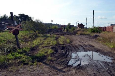 În sfârşit! A început decopertarea terenului pentru prelungirea drumului rapid prin terenul CFR-ului (FOTO)