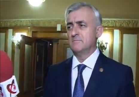 Tupeu de politician! Deputatul PSD de Bihor Dumitru Gherman a ajuns viral pe internet: cetăţenii ar trebui să stea la 200 de metri de parlamentari (VIDEO)