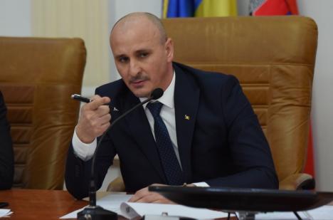 Prefectul a decis: va ataca în instanţă decizia CJ Bihor privind concursul pentru un nou director la Teatrul Regina Maria