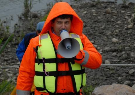 Director la mătură: Fostul şef al ABA Crişuri, Dumitru Voloşeniuc, a trecut la munca în folosul comunităţii