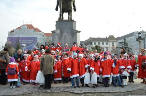 Peste 250 de moşuleţi au împânzit oraşul (FOTO)