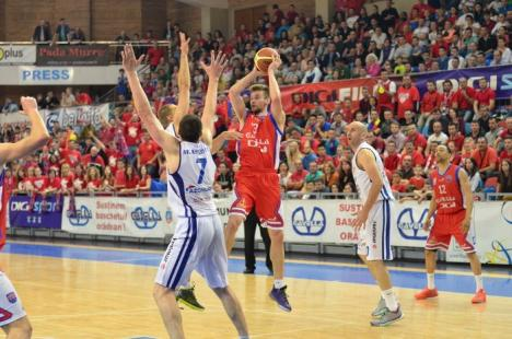 Încă un pas important spre finală: CSM Oradea a învins din nou BC Mureş, cu 90-74! (FOTO)