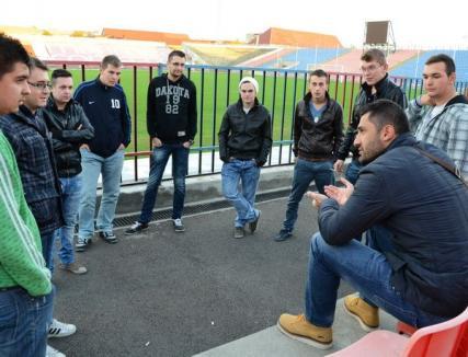"""Membrii galeriei """"Peluza Nord"""" s-au întâlnit cu antrenorul Claudiu Niculescu (FOTO)"""
